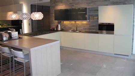 Cucina vetro como rivenditori cucine vetro como - Prezzo cucine ernestomeda ...
